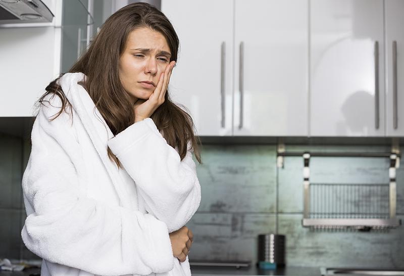 Signes et symptômes courants d'un mal de dents et leurs causes